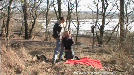 Dad fucks daughter in the park